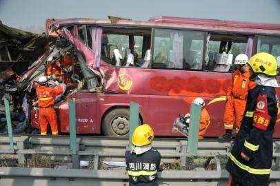 [新聞] 旅游巴士大霧天撞上挂車致司機死亡34人受傷