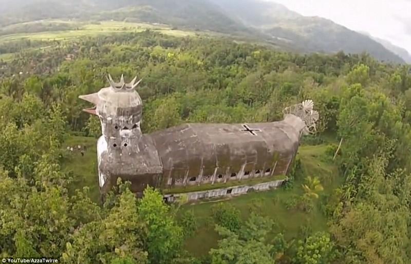 """[新聞] 外形像大鳥印尼""""雞教堂""""稱熱門旅遊景點"""