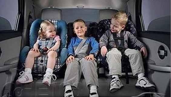 [新聞] 旅遊寶典:境外自駕游孩子乘車有講究