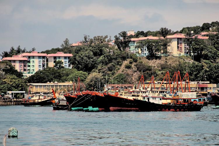 位於香港离岛区长洲上的西南部