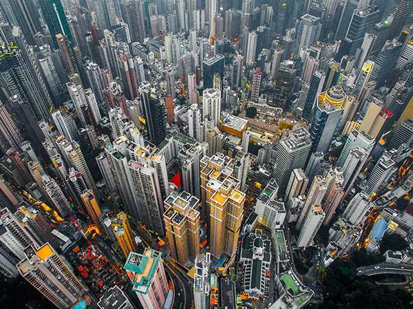 [新聞] [旅遊] 無人機上看香港 密集如林