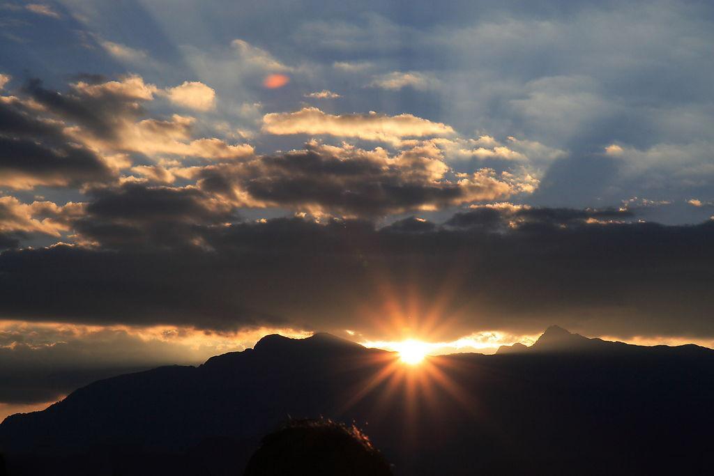 台灣自由行攻略行程: 台北嘉義縣-阿里山,五奇觀光,日出、雲海、鐵路、森林與晚霞