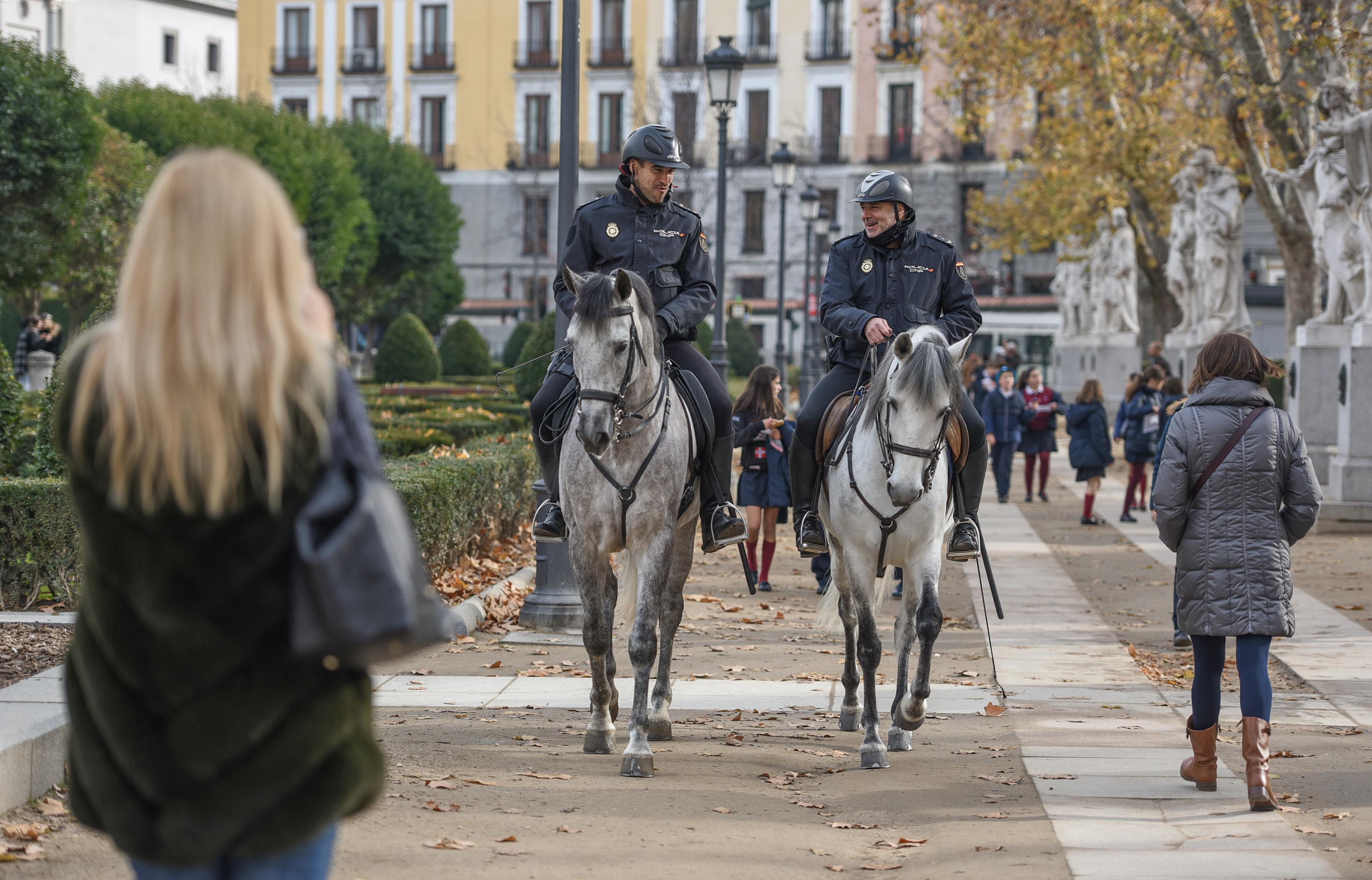 西班牙馬德里皇宮,歷經300年依舊美輪美奐,是歐洲第三大宮殿