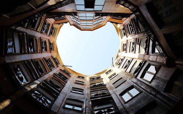 巴塞隆納,高第的傑作之二~米拉之家 Casa Milà