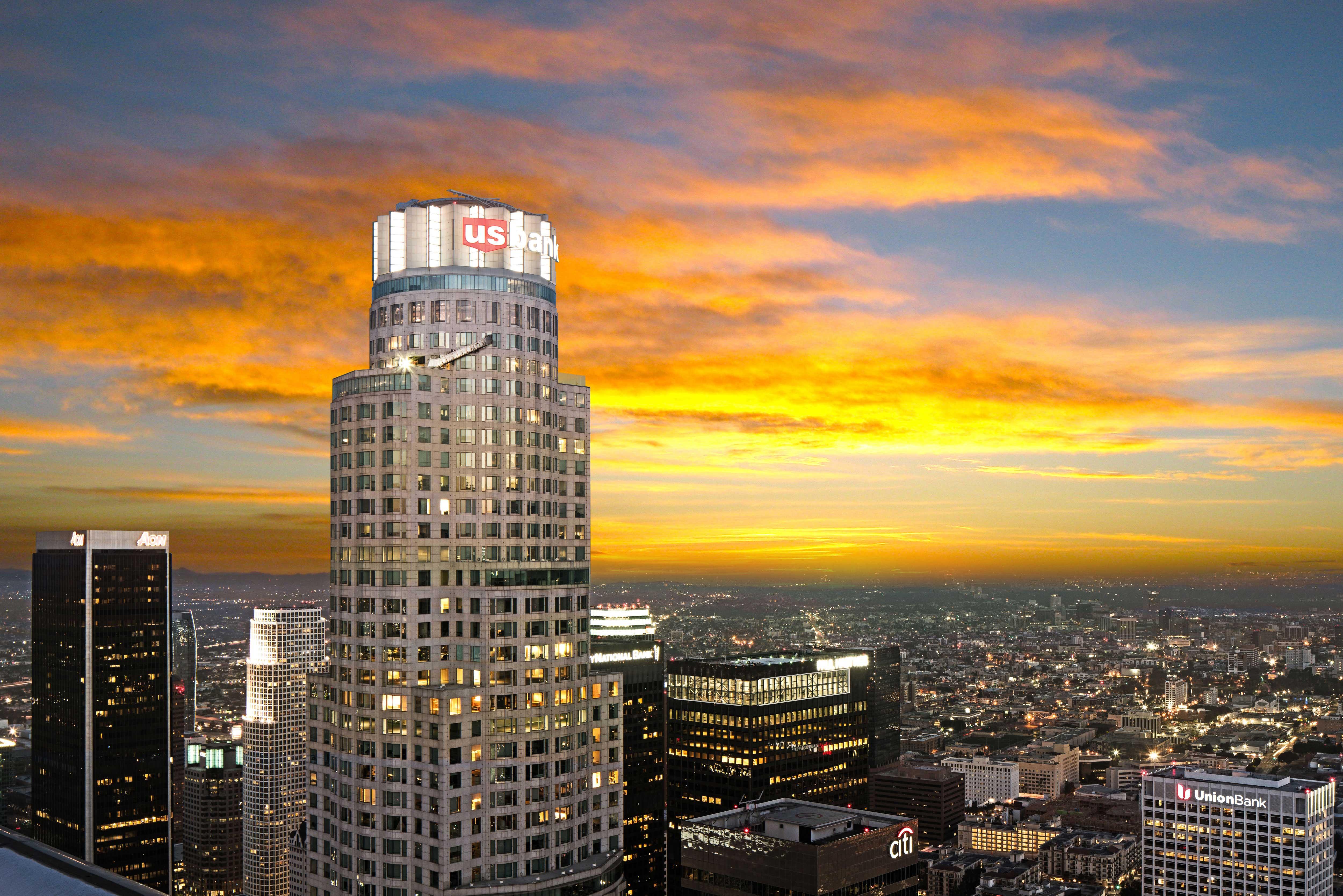 洛杉磯全透明玻璃天空滑梯 刺激又過癮