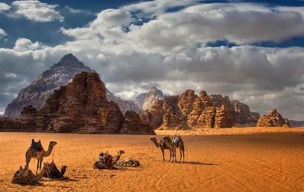 徒步約旦佩特拉古城月亮谷:用腳步穿越千年古蹟踏上異星球之旅