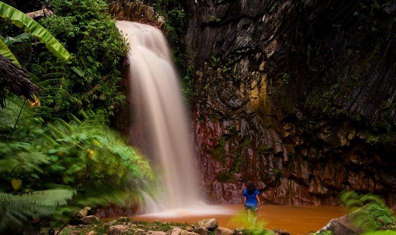 杜馬蓋地也有火山?泡在火山瀑布里玩水,真是一種超獨特的體驗!