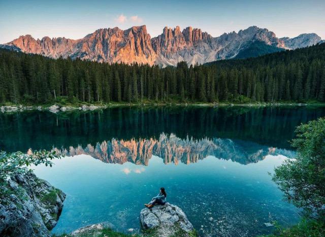 8個旅行拍照姿勢,滿足你旅行拍隨性、自然的旅行美照