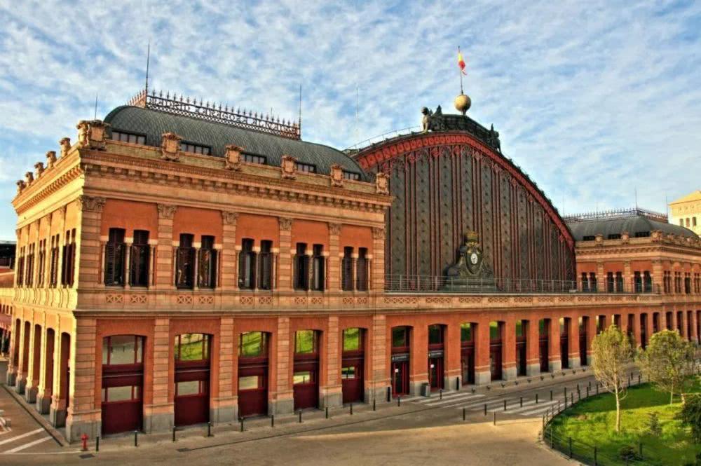 盤點世界上極具特色的10個火車站,膝蓋已跪爛!