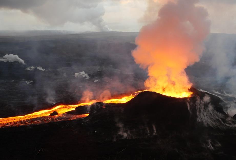 世界上最大最活躍的火山,30多年來從未停止噴發,竟成為一處景點